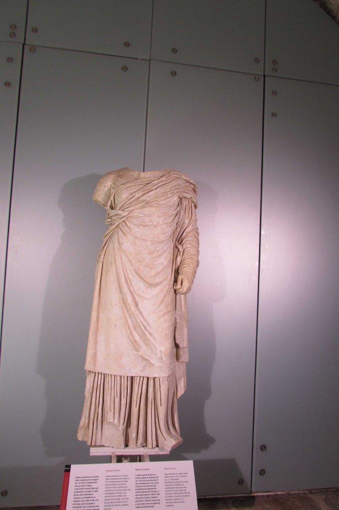 estatua-femenina-circo-romano-tarragona