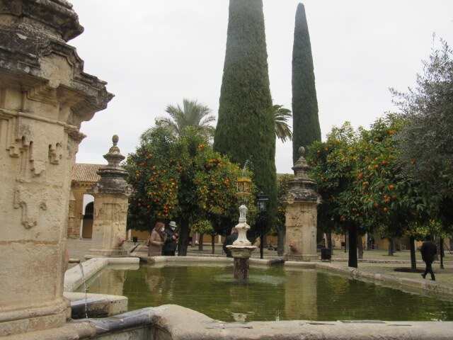 luna-touris-fuente-patio-mezquita-cordoba