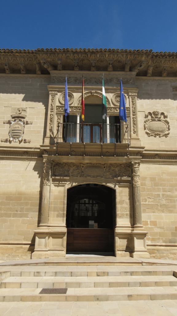 entrada-ayuntamiento-baeza