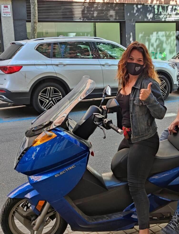 woman-electric-bike