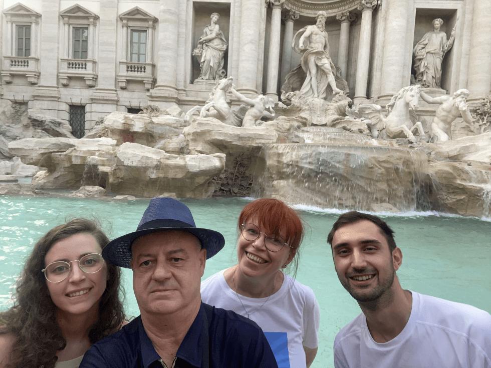 familia-fontana-di-trevi-roma