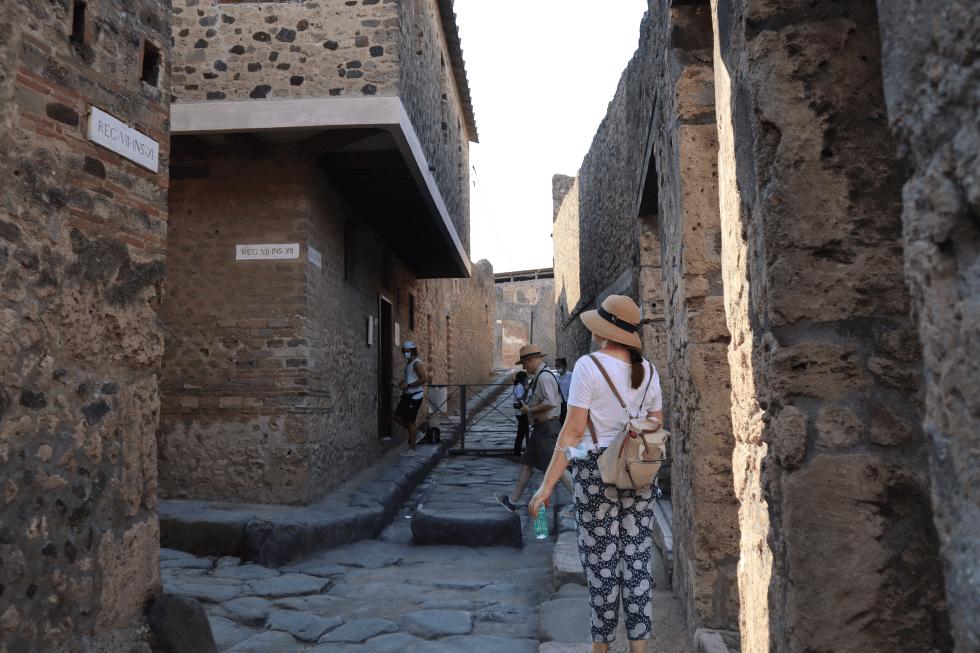 calle-del-lupanar-pompeya
