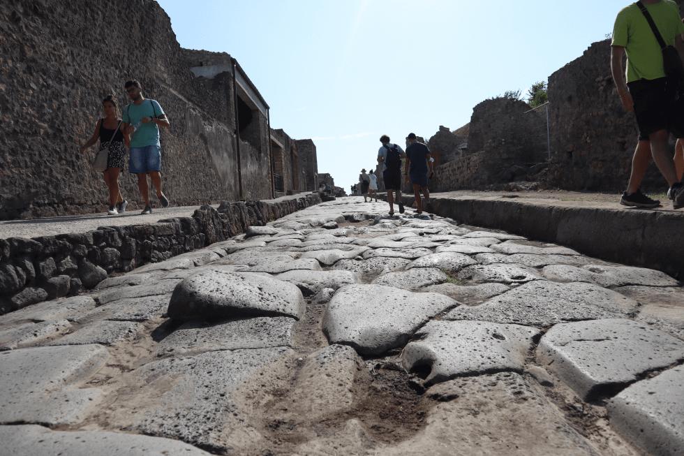 calzada-original-ciudad-romana-pompeya