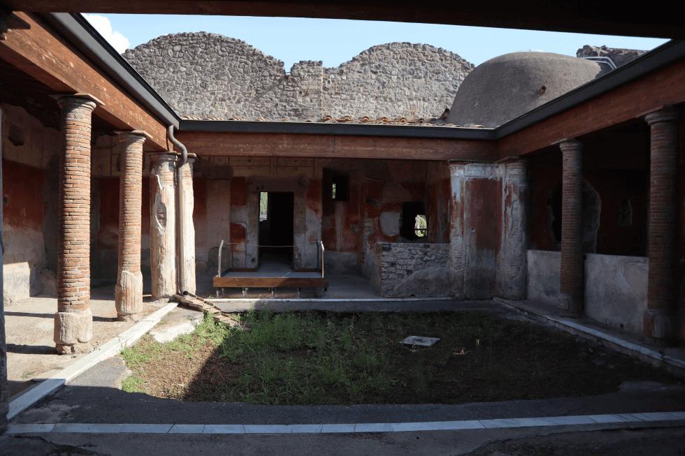 impluvium-domus-pompeya