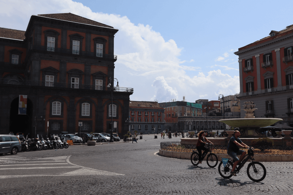 plaza-napoles-italia