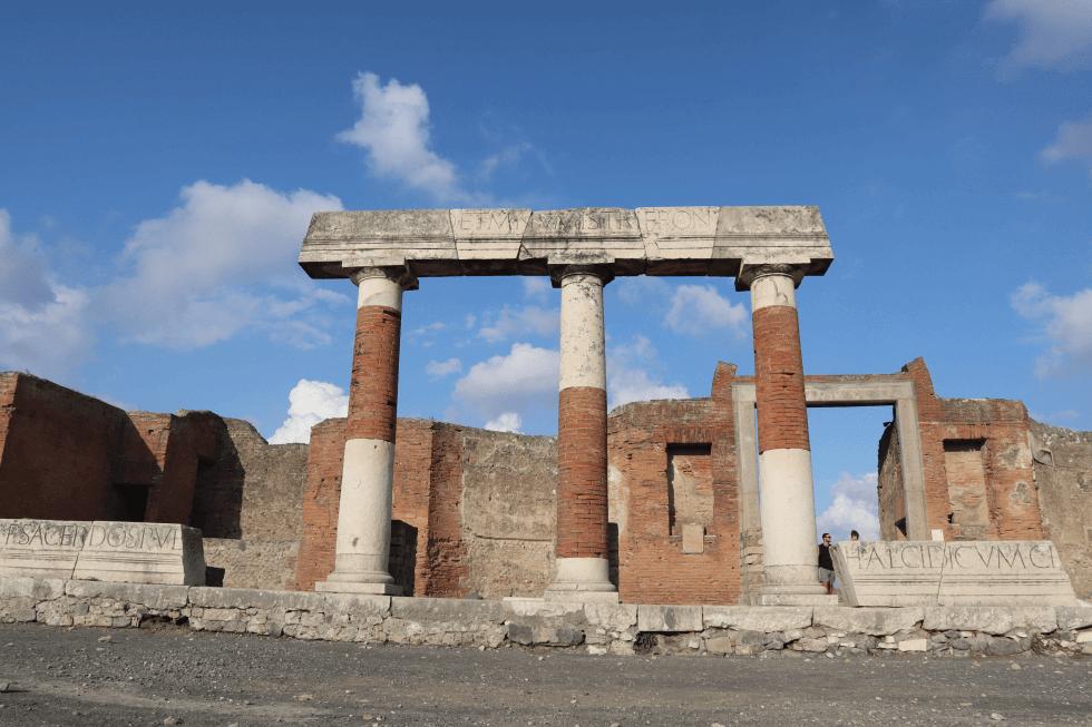 templo-plaza-foro-pompeya